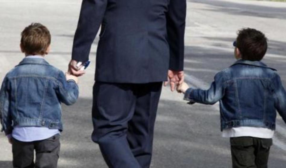 «Δανείζομαι για τις θεραπείες του παιδιού μου» – Δραματικά  μηνύματα στρατιωτικών | Newsit.gr