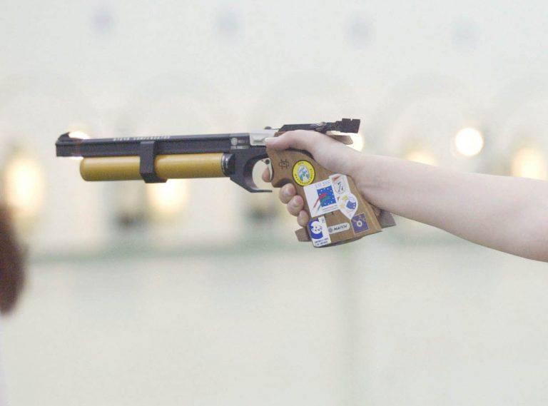 Την πυροβόλησε με αεροβόλο μέσα στο σπίτι τους | Newsit.gr