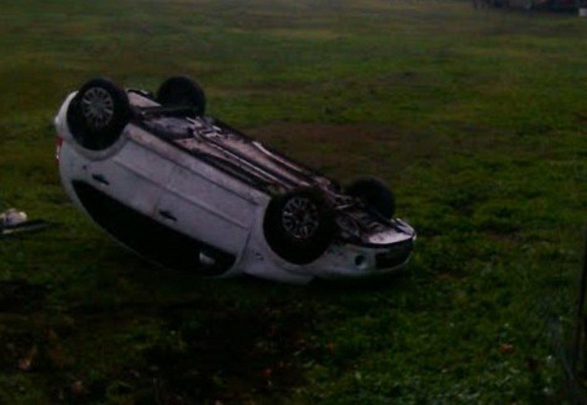 Τρίκαλα: Το αυτοκίνητο… προσγειώθηκε σε χωράφι | Newsit.gr
