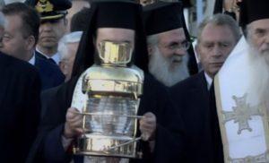 Άγιο Φως: Έφτασε στο «Ελευθέριος Βενιζέλος»! Αρχίζει το ταξίδι του σε όλη την Ελλάδα