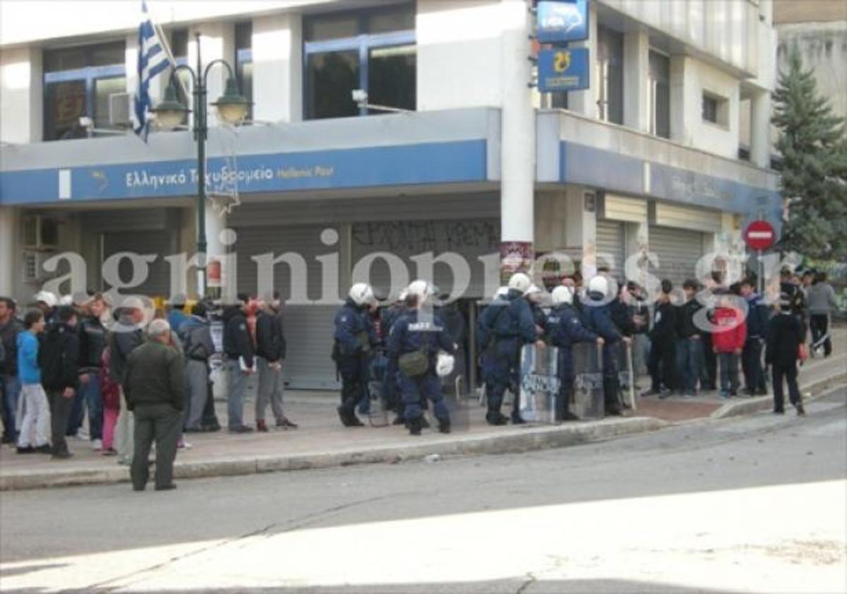 Αγρίνιο: Επεισόδια και προσαγωγές στην πορεία για τον Αλέξη Γρηγορόπουλο | Newsit.gr