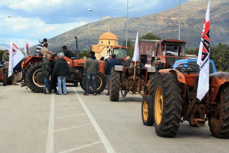 Κλιμακώνουν τις κινητοποιήσεις οι αγρότες – Θα κλείνουν κάθε μέρα για μία ώρα τους δρόμους – Ζητούν συνάντηση με Σαμαρά | Newsit.gr