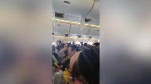 Τρόμος στον αέρα! Έπεσαν οι μάσκες – Προσεύχονταν οι επιβάτες [vids]