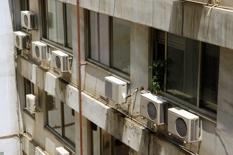 Πήγε να την φιλήσει και τελικά την πέταξε από τον 8ο όροφο   Newsit.gr