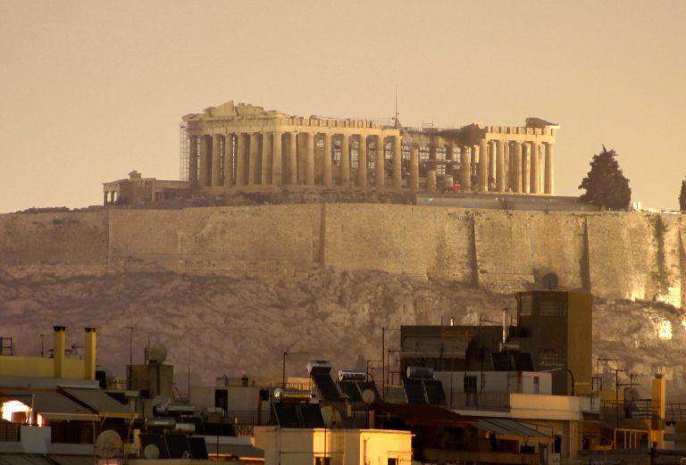Καβγάς με θέα την…Ακρόπολη | Newsit.gr