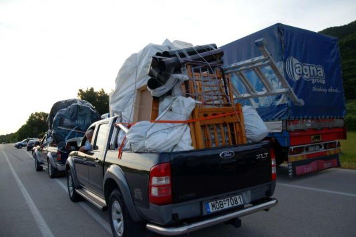 Οι Αλβανοί φεύγουν λόγω κρίσης   Newsit.gr