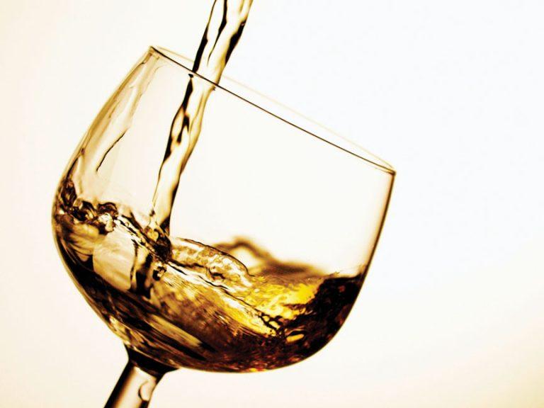 Νοθευμένο ποτό σκότωσε 51 ανθρώπους | Newsit.gr