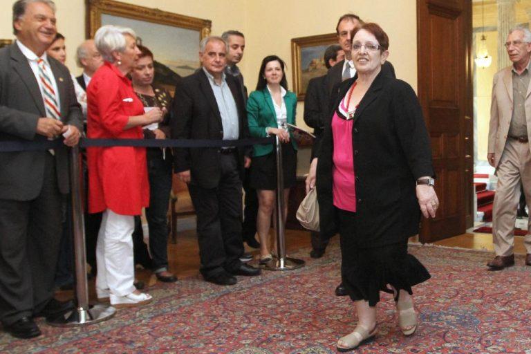 """Α.Παπαρήγα: """"Με συγχωρείτε! Ο κ.Αρσένης είναι πολιτική επιλογή του ΣΥΡΙΖΑ; Πόσων ετών είναι;""""   Newsit.gr"""