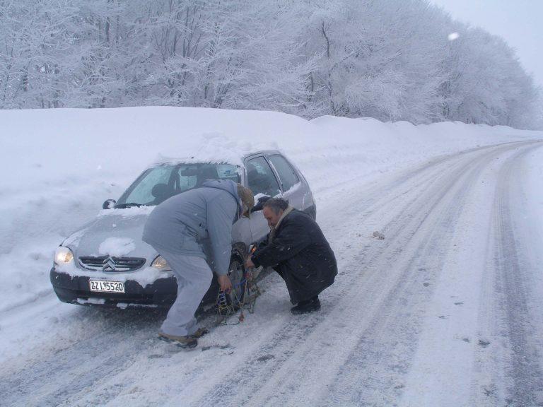Με αλυσίδες στην ορεινή Κορινθία | Newsit.gr