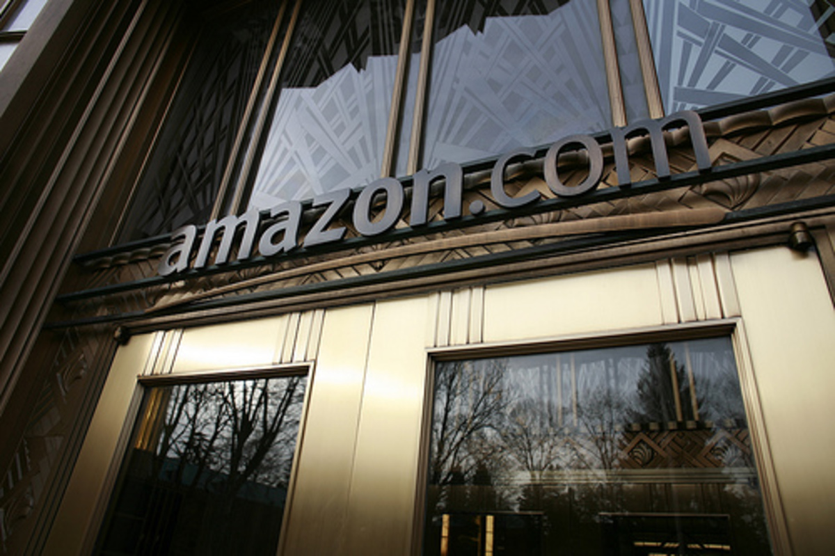 Η Amazon διακόπτει τη συνεργασία με τους νεοναζί ιδιωτικούς φρουρούς   Newsit.gr