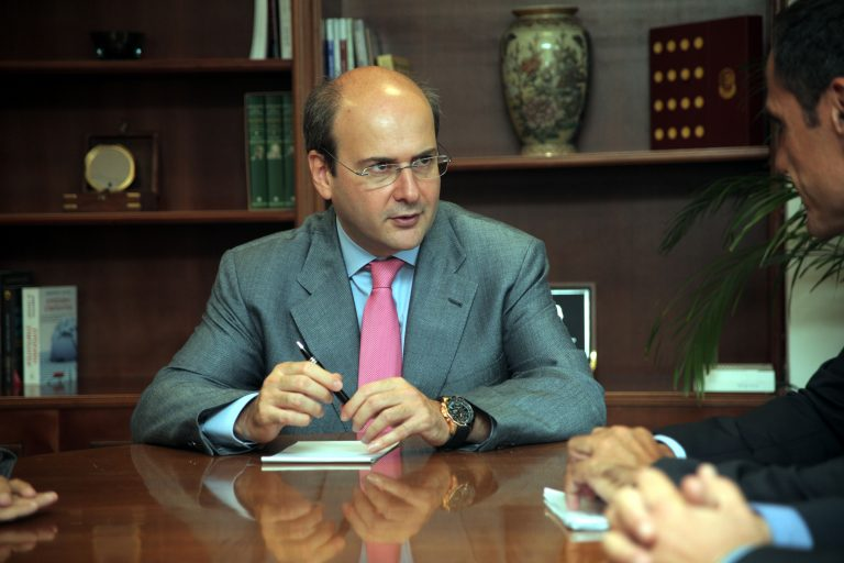 Προτάσεις για τη συγκράτηση τιμών ζήτησε το Ανάπτυξης από την αγορά | Newsit.gr