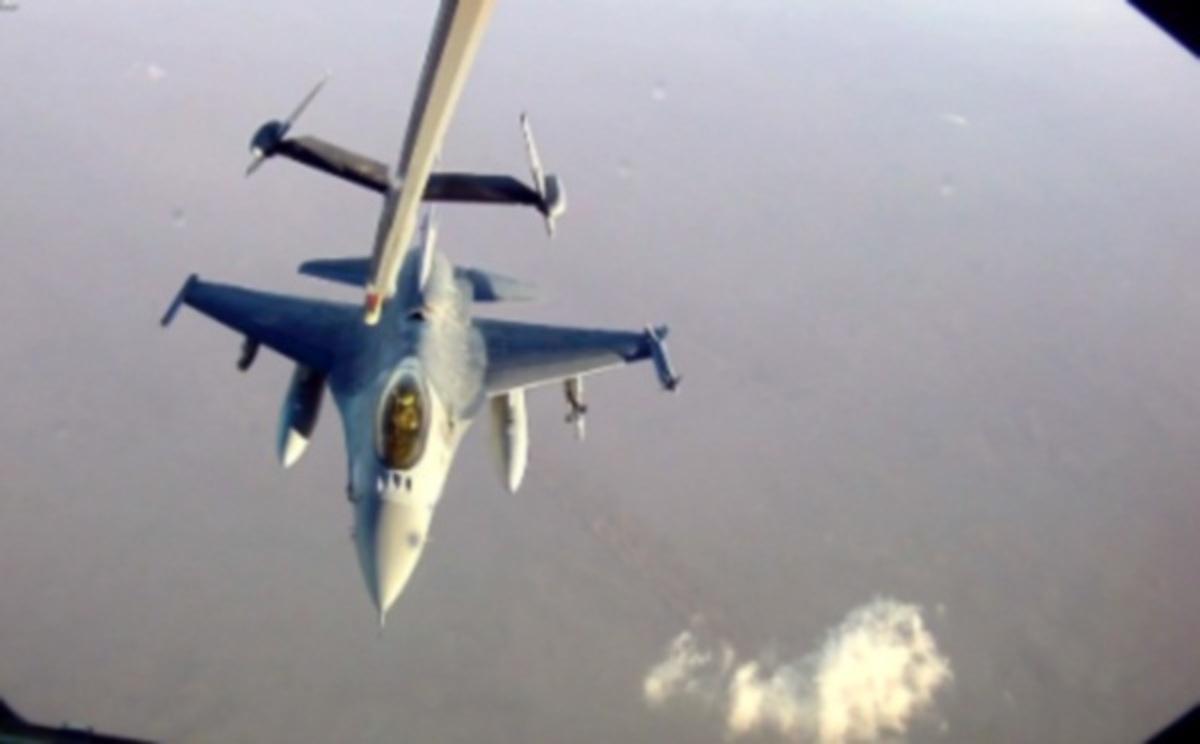 Πως γίνεται ο ανεφοδιασμός μαχητικών στον αέρα; Βίντεο | Newsit.gr