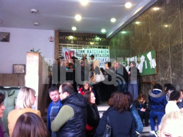 Aντάρτικο και από τους εργαζόμενους Υπουργείων για τη διαθεσιμότητα | Newsit.gr