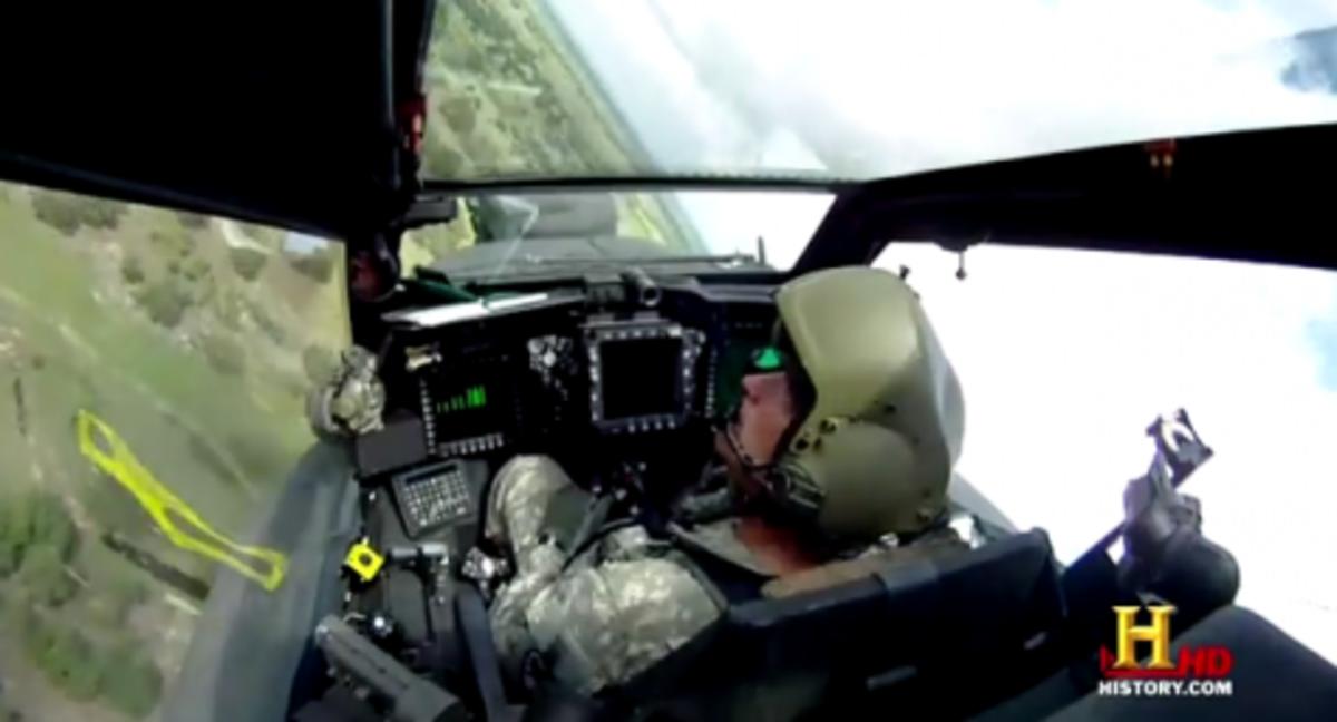 Πως είναι να πετάς με Apache;»Μπείτε» στη θέση του χειριστή!Δείτε το βίντεο | Newsit.gr
