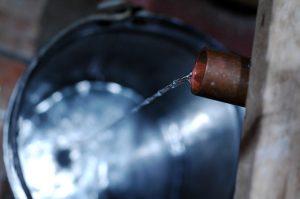 Λουκέτο σε παράνομο αποστακτήριο αλκοολούχων στο Καματερό