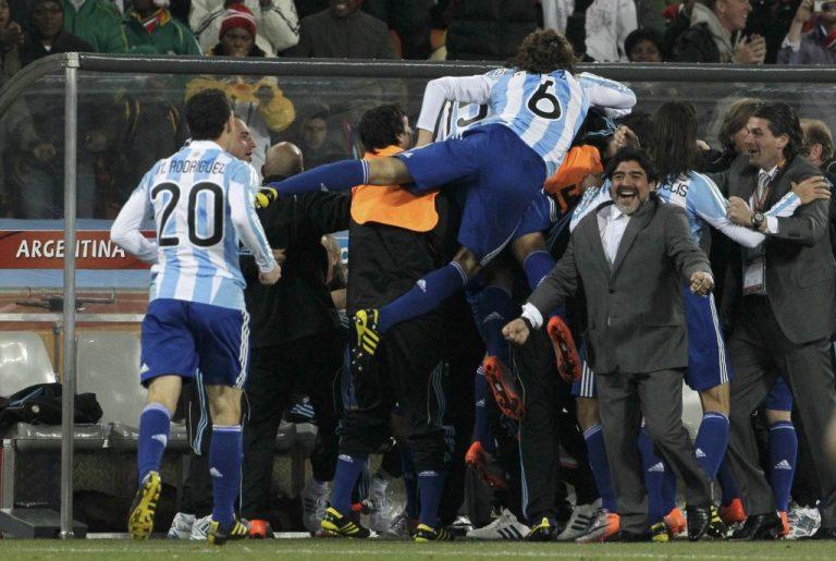 """Στους """"8"""" η Αργεντινή με τη… βοήθεια του διαιτητή   Newsit.gr"""