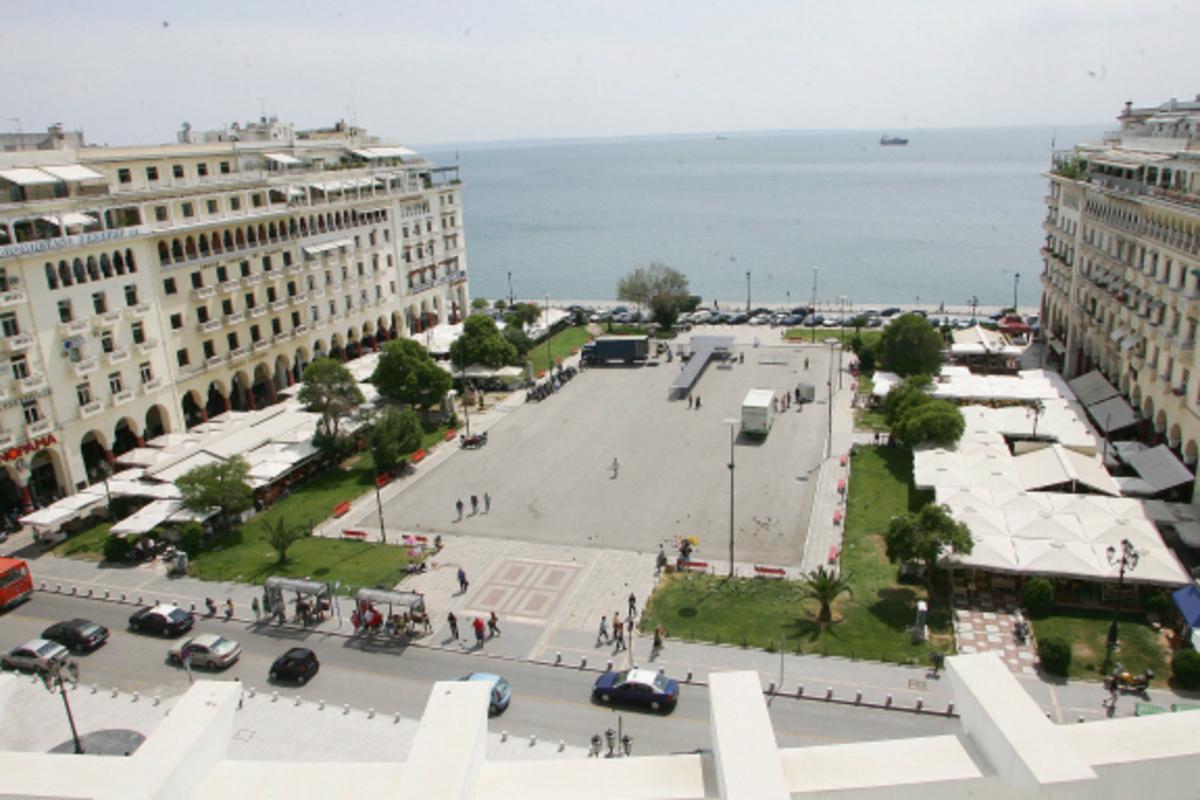 Θεσσαλονίκη: Γήπεδο μπιτς βόλεϊ η πλατεία Αριστοτέλους   Newsit.gr
