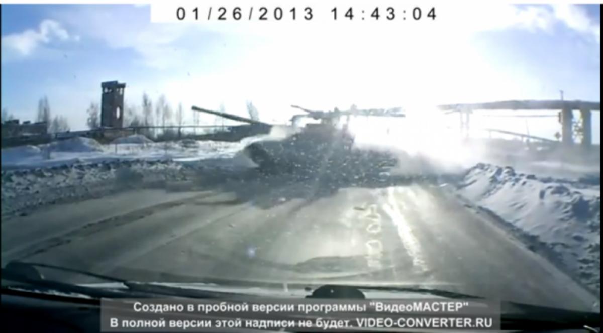 ΒΙΝΤΕΟ! Ρωσικό άρμα μάχης βγήκε σε …αυτοκινητόδρομο!   Newsit.gr