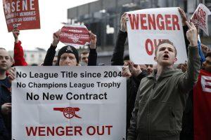 """Ο κόσμος της Άρσεναλ το… ουρλιάζει! """"Wenger out"""" [pics, vids]"""