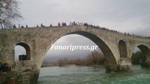 Θεοφάνεια: Στο ιστορικό γεφύρι της Άρτας ο Αγιασμός των Υδάτων – ΒΙΝΤΕΟ