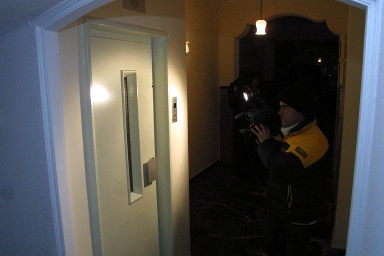 Ο ληστής περίμενε στο ασανσέρ | Newsit.gr