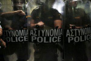 «Τραμπουκισμοί» αστυνομικών σε αλλοδαπούς!
