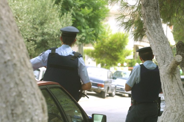 Δυο ληστείες σε 5 λεπτά στην Ηλιούπολη   Newsit.gr