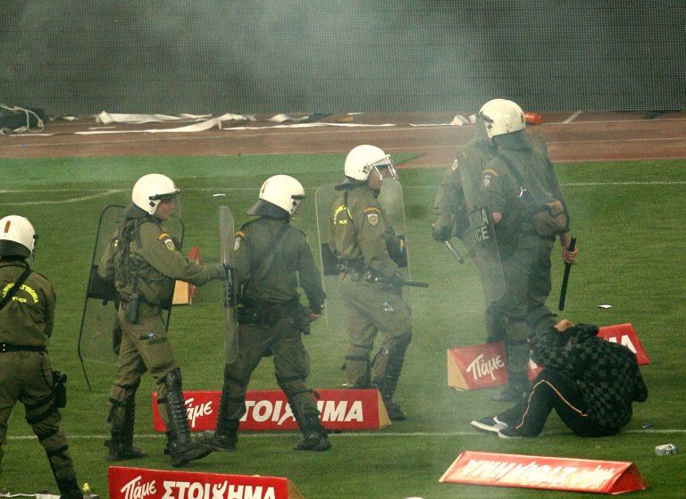 Δείτε τα αίσχη του ΟΑΚΑ: Οι ανεγκέφαλοι τα… έσπασαν και οι αστυνομικοί τους κλωτσούσαν στο κεφάλι!   Newsit.gr