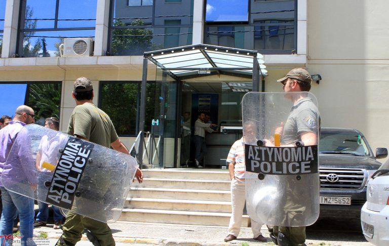 Νέο επεισόδιο στα γραφεία του Παππά και προσαγωγές | Newsit.gr