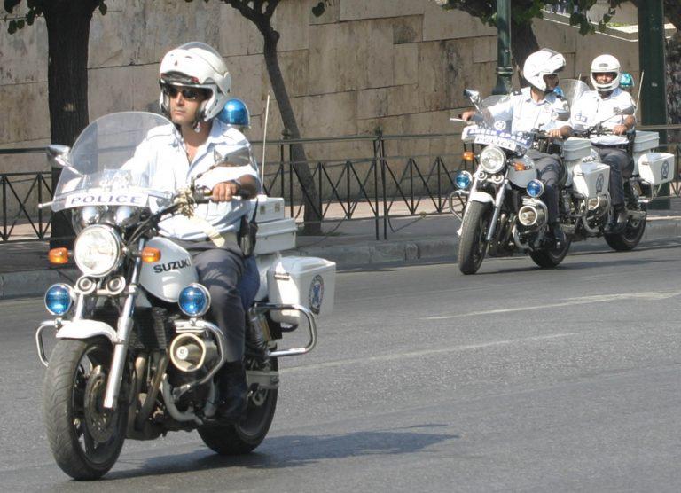 Αυτοκίνητο παρέσυρε αστυνομικό της ομάδας «Ζ» | Newsit.gr