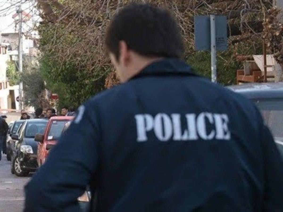 Ναύπακτος: Αστυνομικός έπεσε από το μπαλκόνι! | Newsit.gr