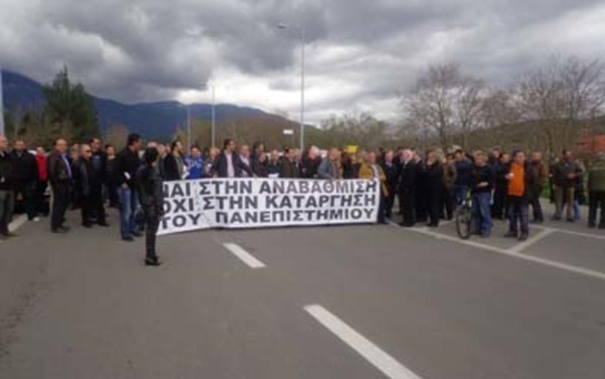 Νέα διαμαρτυρία για το σχέδιο «Αθηνά» – Απέκλεισαν το δρόμο προς Αράχωβα (VIDEO)   Newsit.gr
