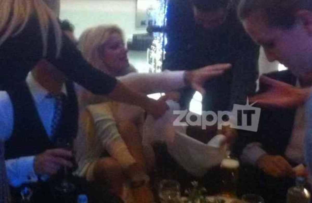 Το ατύχημα της Ελένης Μενεγάκη στο πάρτυ του Παπακαλιάτη!   Newsit.gr