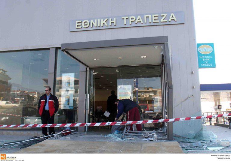 Έπεσαν με δύναμη στο ΑΤΜ και το λήστεψαν | Newsit.gr