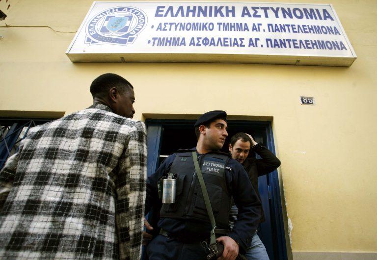Του επιτέθηκαν στη μέση του δρόμου στον Άγιο Παντελεήμονα   Newsit.gr