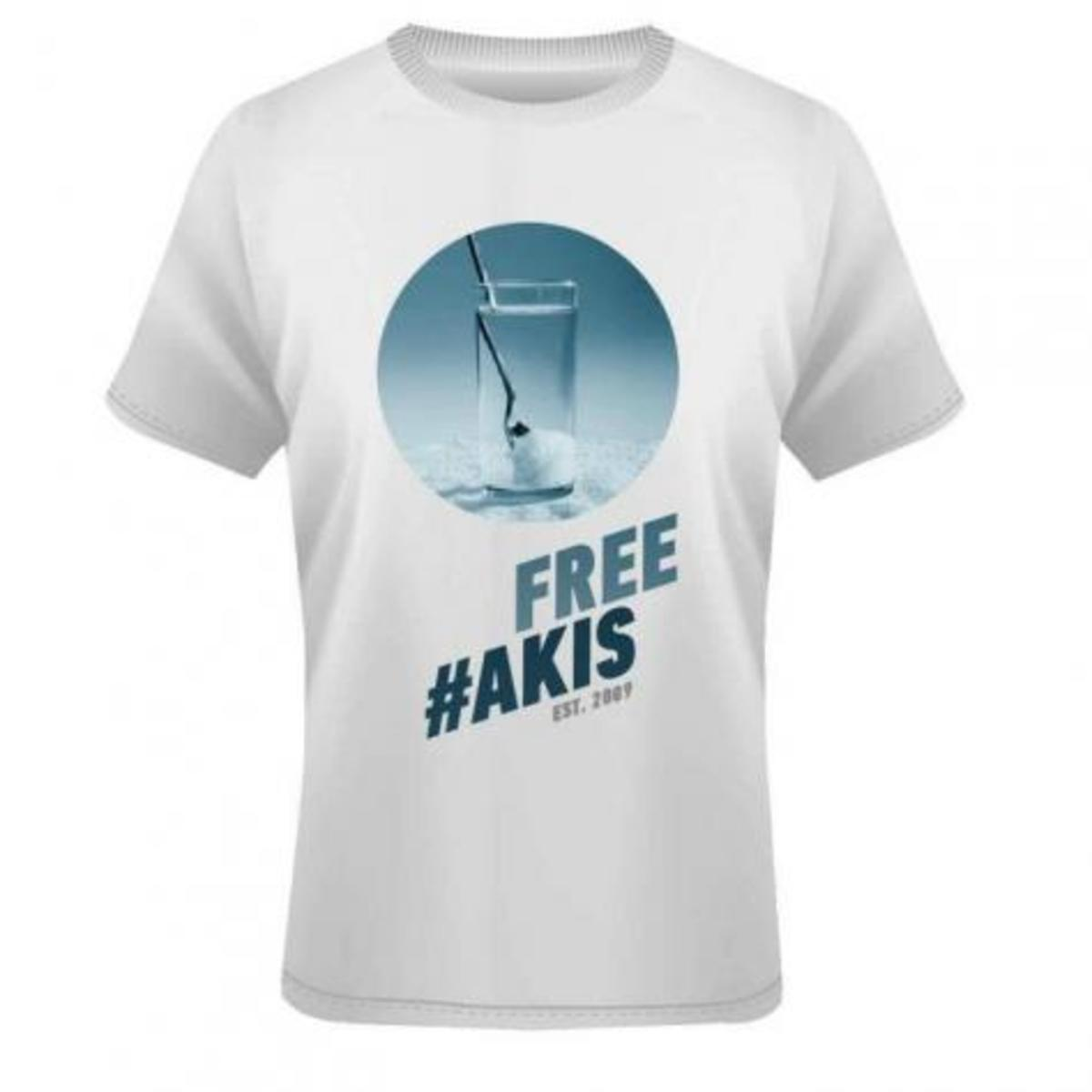 Κυκλοφόρησαν μπλουζάκια FREE AKIS! Δείτε τα! | Newsit.gr