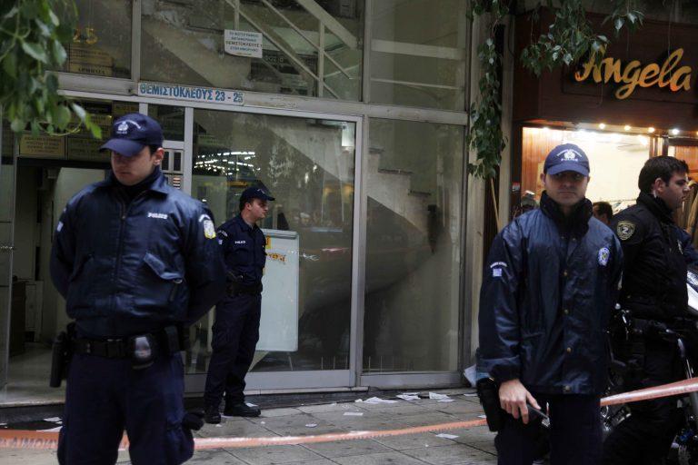 Εισβολή κουκουλοφόρων στο γραφείο του υφ. Περιβάλλοντος | Newsit.gr