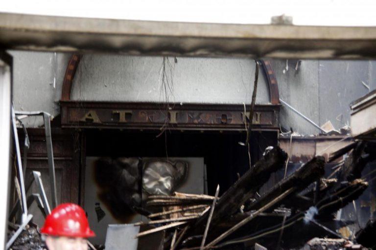 Φτιάχνουν χαλύβδινα ρολά για να «θωρακίσουν» το κτίριο του Μεγάρου του ΜΤΣ | Newsit.gr