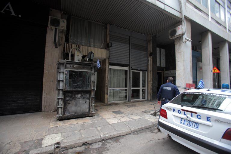 «Τιμή» στον Λάμπρο Φούντα οι μολότοφ στο Α.Τ. Ακροπόλεως   Newsit.gr