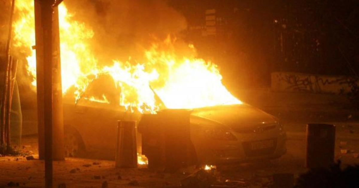 Έκαψαν αυτοκίνητο στο προαύλιο του υπουργείου! | Newsit.gr