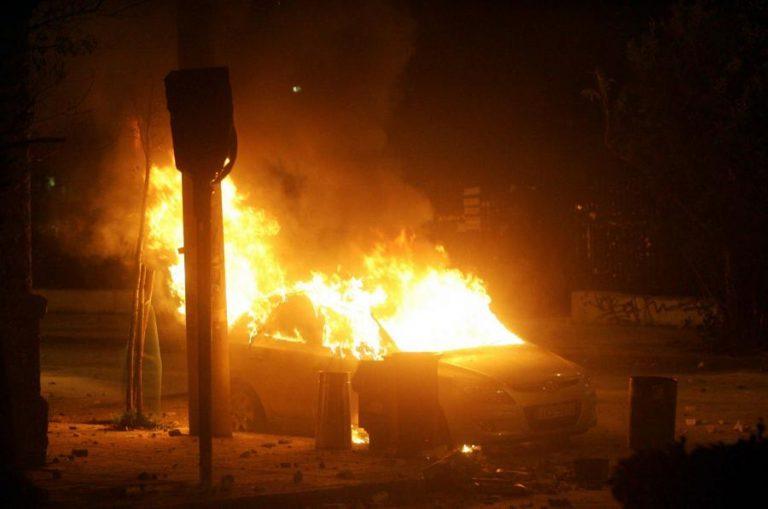 Εμπρηστική επίθεση στα Εξάρχεια   Newsit.gr