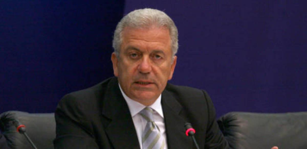 Και ο Αβραμόπουλος επίσημα υποψήφιος   Newsit.gr