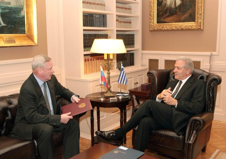 Συνάντηση Αβραμόπουλου – Τιτόφ για την ενίσχυση συνεργασίας Ρωσίας – Ελλάδας | Newsit.gr