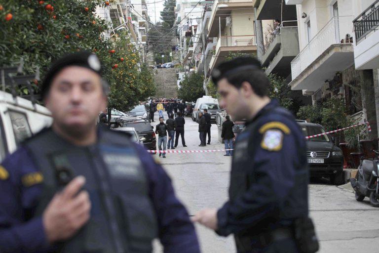 Βρήκε τους ληστές στην αυλή του! | Newsit.gr