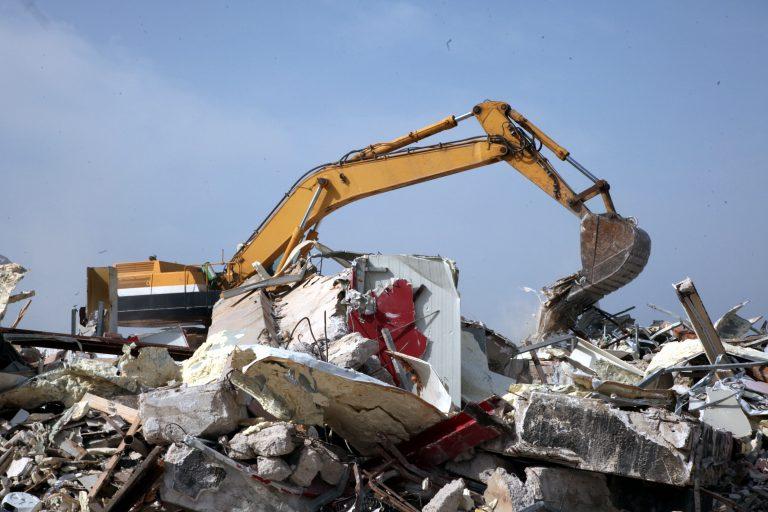 Θα καταγράψουν όλα τα αυθαίρετα σε αιγιαλούς και παραλίες και θα τα κατεδαφίσουν! | Newsit.gr