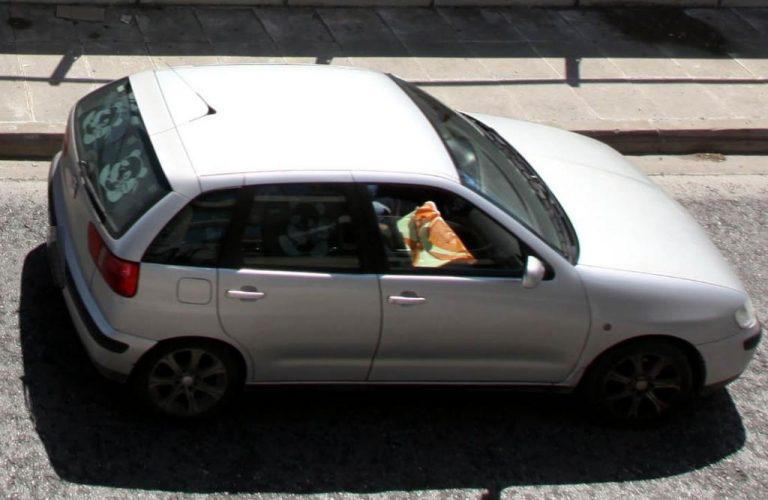 Πάτρα: Βρήκε τον κλέφτη μέσα στο αυτοκίνητό του! | Newsit.gr