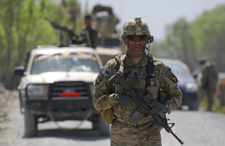 Επίθεση ανταρτών σε νατοϊκή βάση της Καμπούλ μία ημέρα μετά τη σφαγή στον ΟΗΕ   Newsit.gr