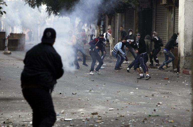 Δύο νεκροί και 400 τραυματίες σε επεισόδια για την ακρίβεια! | Newsit.gr