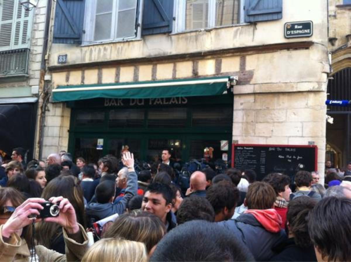 Κράτησαν όμηρο σε ένα μπαρ τον Σαρκοζί – Απεγκλωβίστηκε μετά από επιχείρηση της αστυνομίας για να μπορέσει να πάει Βρυξέλλες! | Newsit.gr