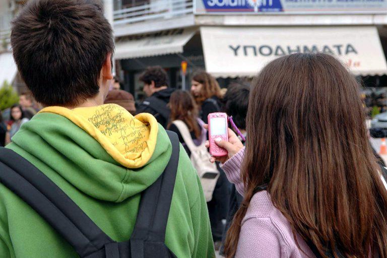 Ανήλικος εναντίον ανηλίκου με μαχαίρι για το κινητό! | Newsit.gr